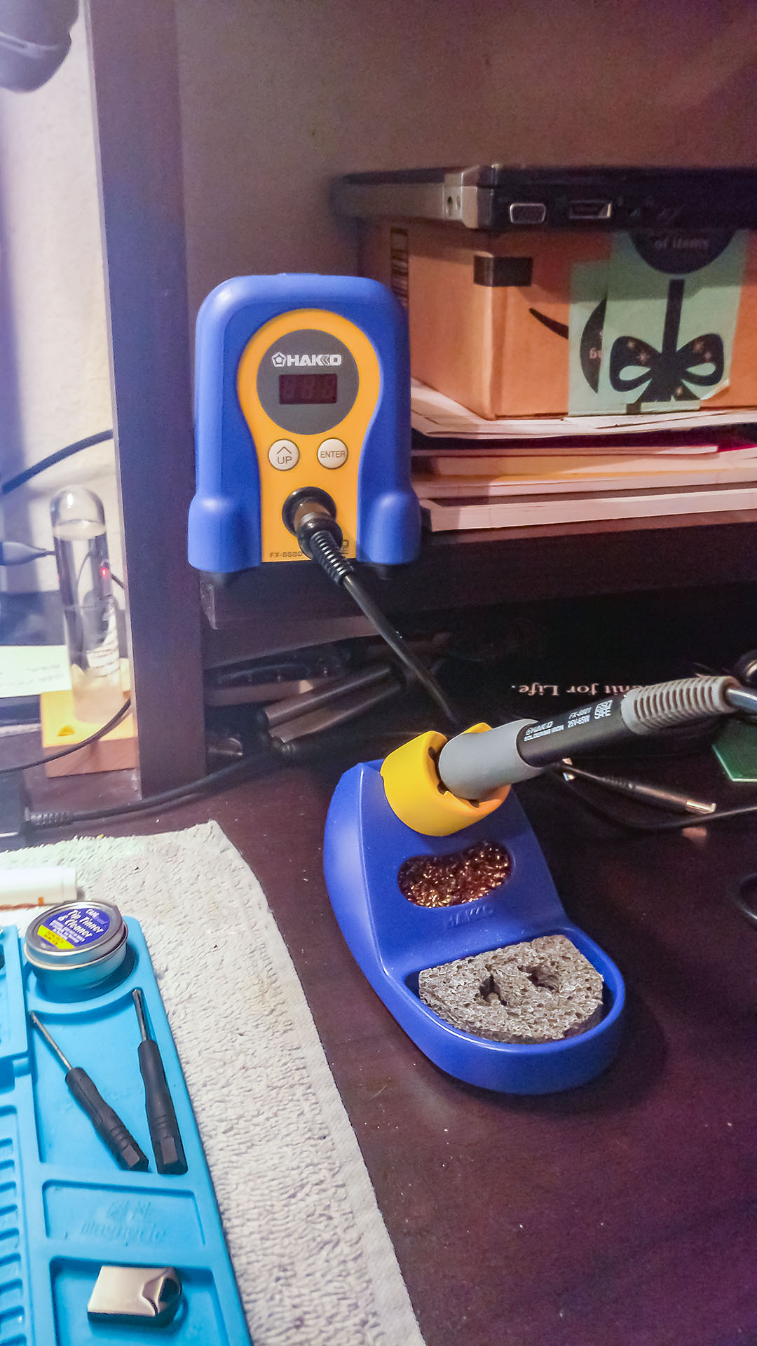 01-Hakko Iron and Stand